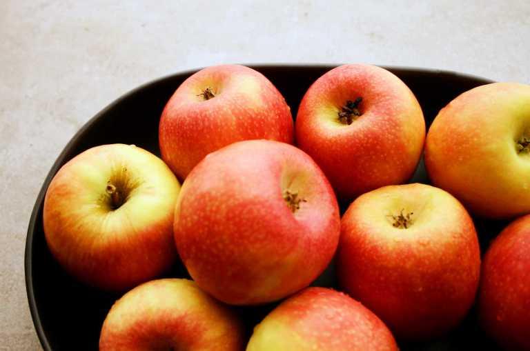 Apple Roses - Fresh pink lady apples - thegoodgreeff.jpg