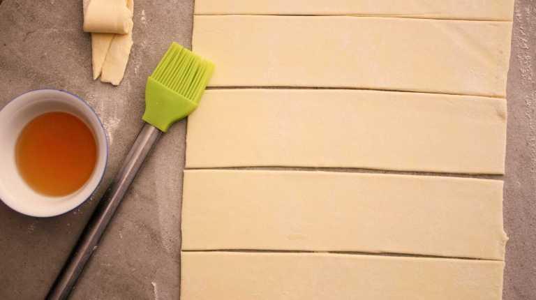 Apple Roses - puff pastry strips - thegoodgreeff.jpg