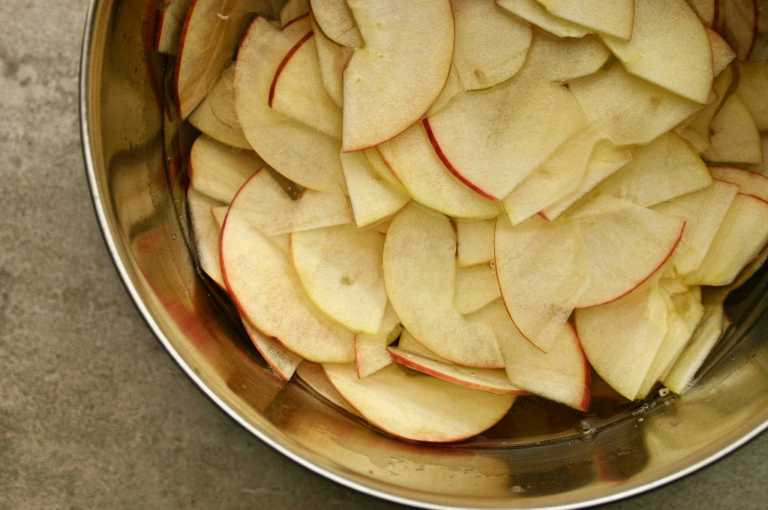 Apple Roses - thinly sliced pink lady apples - thegoodgreeff.jpg