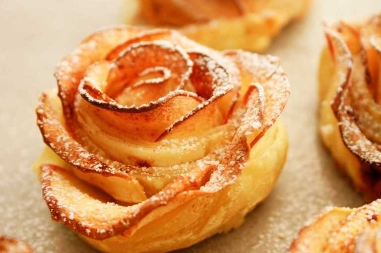 Apple Roses -with pink lady apples -thegoodgreeff.jpg