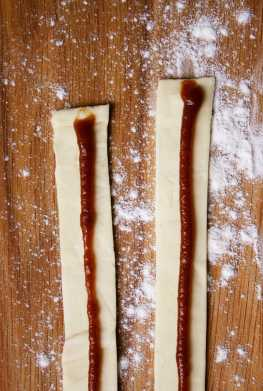 Puff pastry with apple butter
