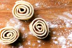 Rolled puff pastry and apple butter