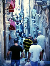 Tourists flooding the many narrow passages in Dubrovnik