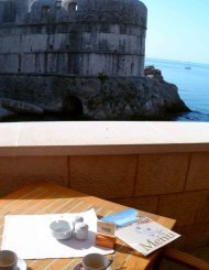 Brreakfast and the Dubrovnik walls