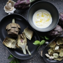 Artichokes with honey, truffle and yogurt dip